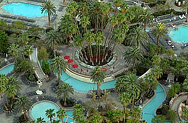 Mgm grand pool for Las vegas swimming pools open to public