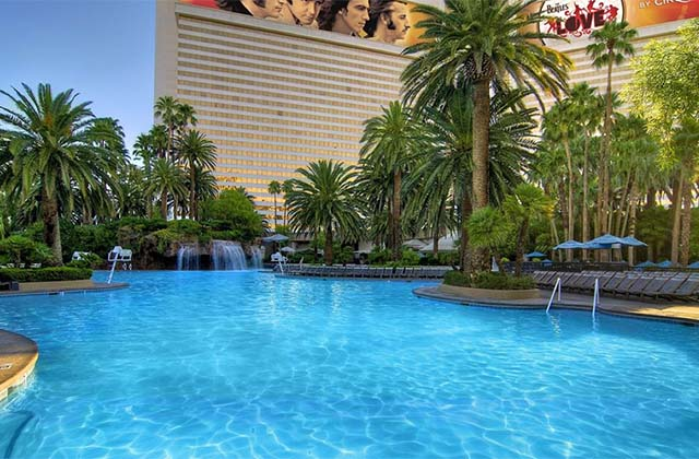 Mirage pool for Las vegas swimming pools open to public