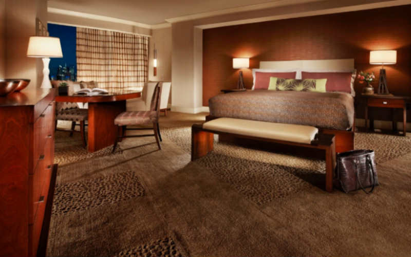 How to use a Mandalay Bay coupon Mandalay Bay offers promo codes on their website for savings of up 30% off rooms and complimentary buffets. Take advantage of the promo codes by booking online or calling and referring to the promo code.