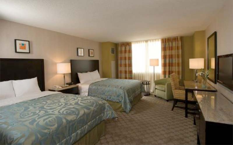 Circus circus rooms suites for Manor motor lodge two queens